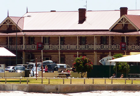 Tumby Bay Hotel And Seafront Apartments - Accommodation Broome