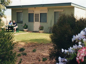 Oaklands Fishing Cottage - Accommodation Broome