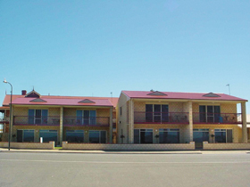 Tumby Bay Hotel Seafront Apartments - Accommodation Broome