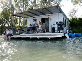 The Murray Dream Self Contained Moored Houseboat - Accommodation Broome