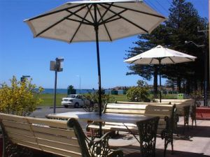 Anchorage at Victor Harbor Seafront Hotel - Accommodation Broome