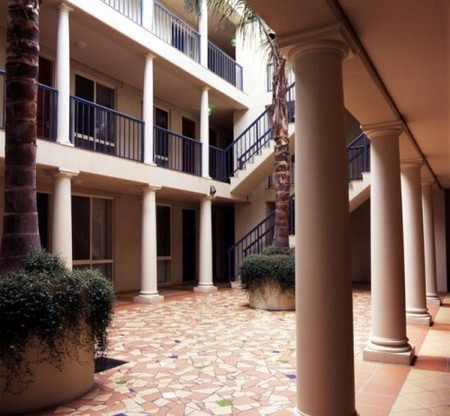 The Manor House - Accommodation Broome