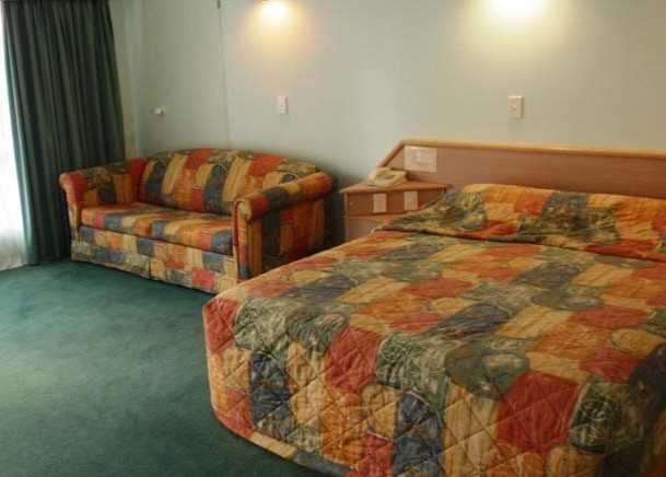 Runaway Bay Motor Inn - Accommodation Broome