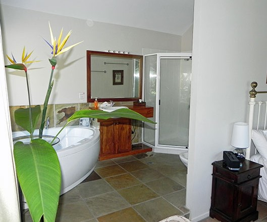 Airlie Waterfront Bed And Breakfast - Accommodation Broome