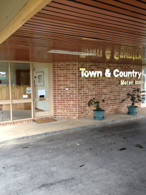Town amp Country Motor Inn Forbes - Accommodation Broome