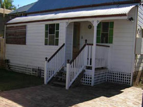 A Pine Cottage - Accommodation Broome