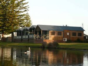 Two Shores Holiday Village - Accommodation Broome