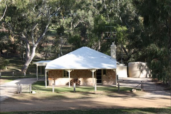 Hughes Park Cottage  Weddings - Accommodation Broome
