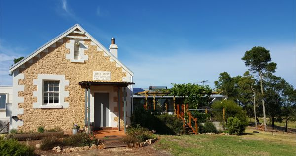 The Old Drik Drik Schoolhouse Retreat - Accommodation Broome