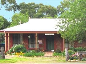 Stacey Studio Gallery  Almond Grove BB - Accommodation Broome