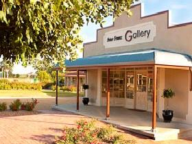 Peter Franz Fine Art Gallery - Accommodation Broome