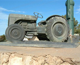Ferguson Tractor Monument - Accommodation Broome