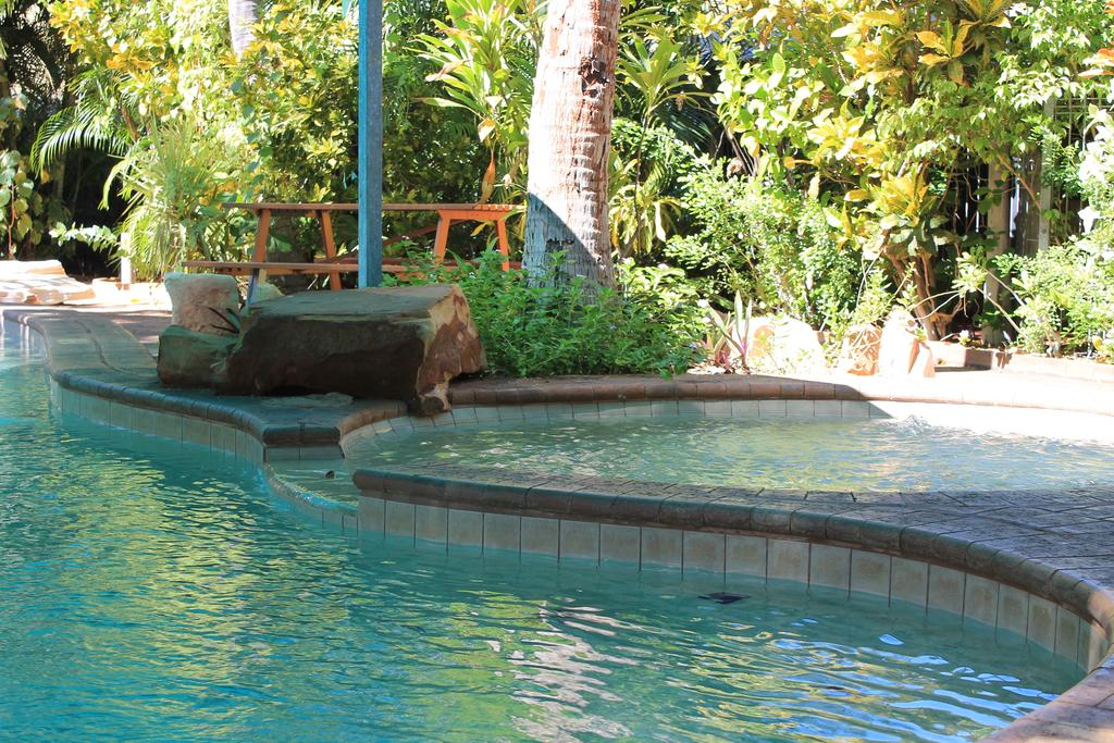 Roey Backpackers And Party Bar - Accommodation Broome